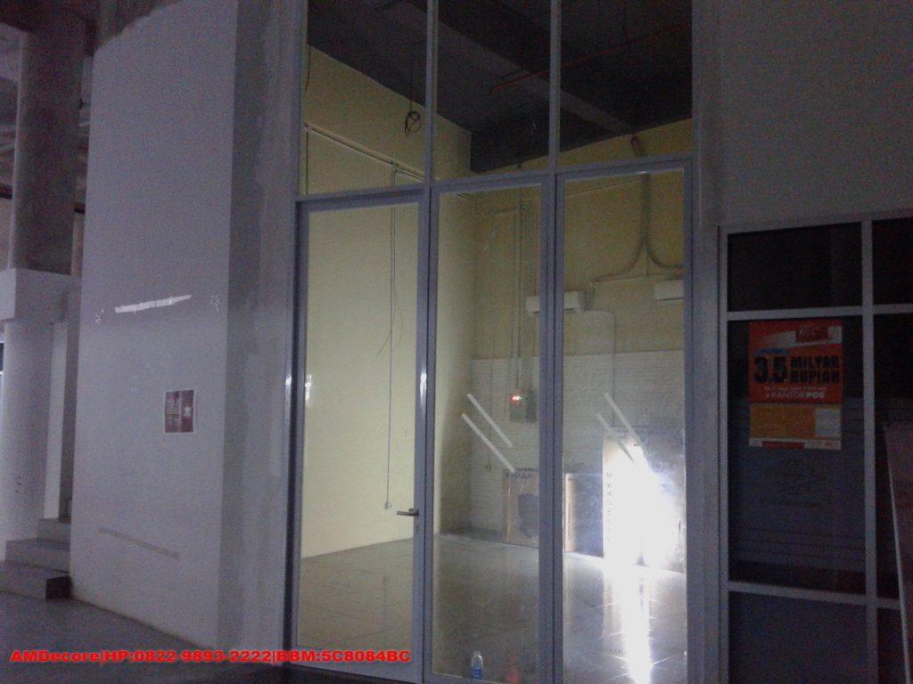 Gambar Tampak depan cafetaria pintu terpasang
