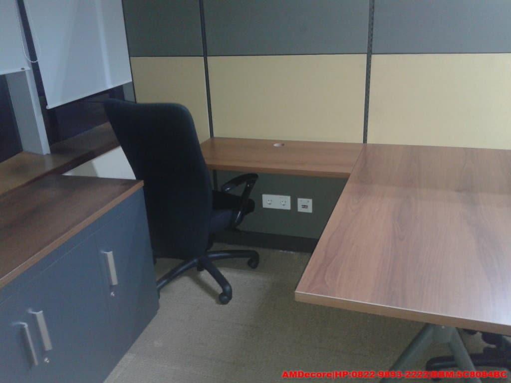 gambar renovasi-interior-kantor-trakindo-meja-staff